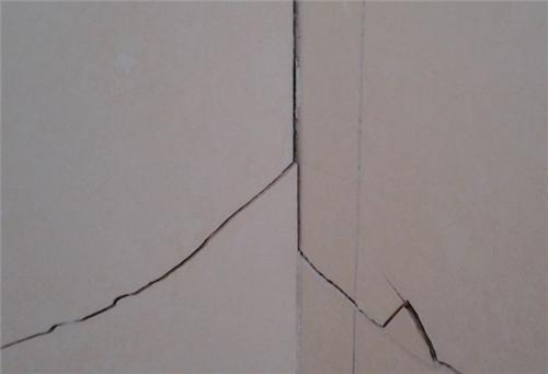 瓷磚開裂的原因