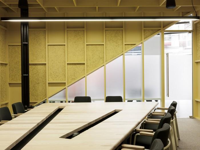 中小型办公室设计会议桌一侧