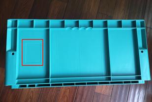 4628分格式物流箱長邊面貼碼處
