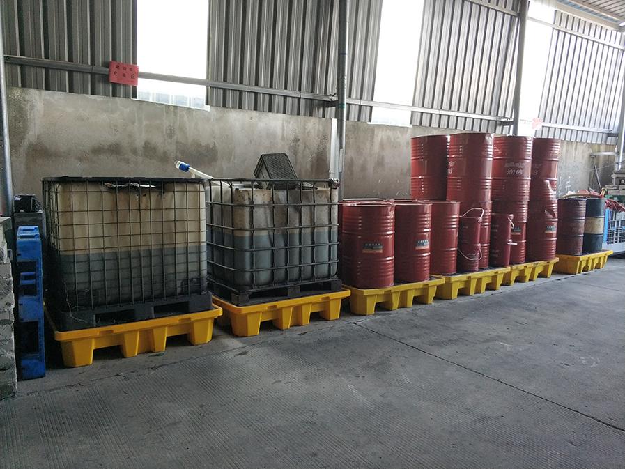 吨桶使用防漏托盘场景