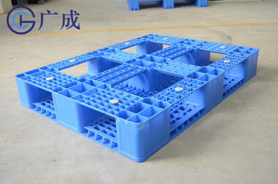 11081網格田字塑料托盤反面45度特寫