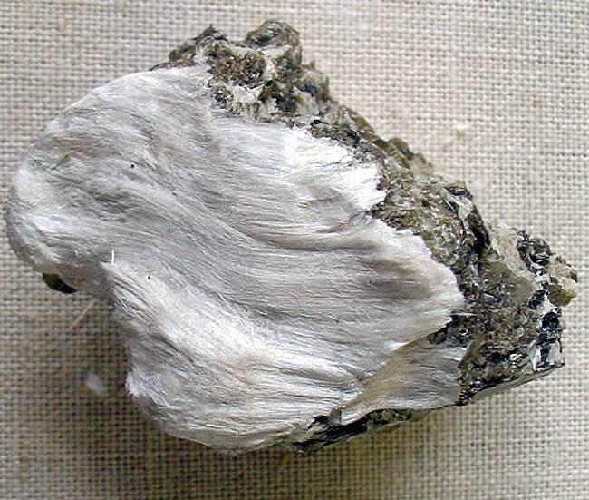 纤维状透闪石石棉