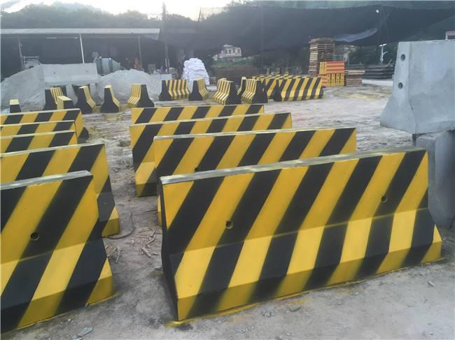 定制水泥隔离墩