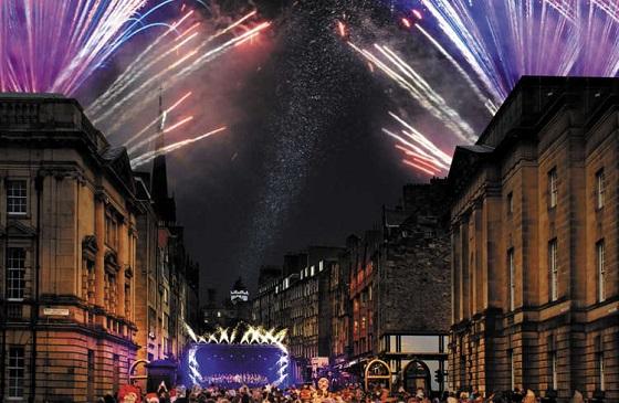 英国留学开启爱丁堡的圣诞新年大趴!