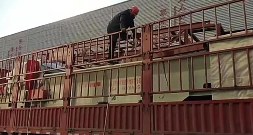 山东鲁钢机械制造科技有限公司ZP1300-600综合门派有勾结破碎机发往冠县