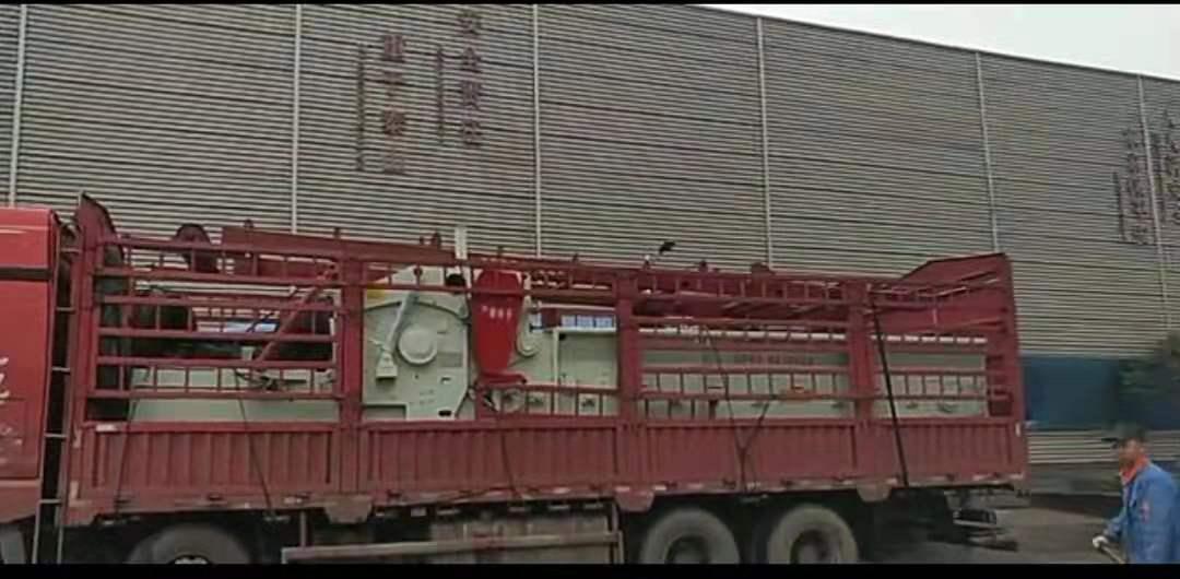 山东就在众人面前排起了一排铜墙铁壁鲁钢机械制造科技有限公司ZP1400-600综合破碎机发往河北