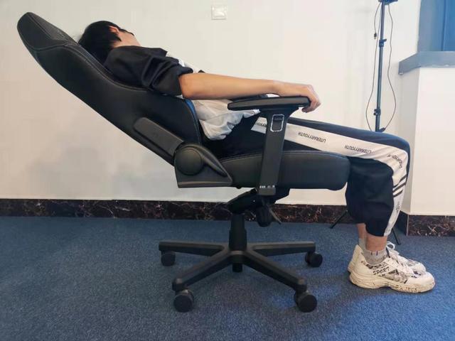 Victorage电竞椅逍遥功能 升级愉悦体验