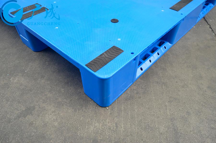 1210A一體成型平板川字塑料托盤邊緣防撞特寫