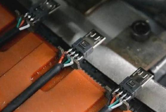 激光焊锡机在生产USB数据线的焊接应用
