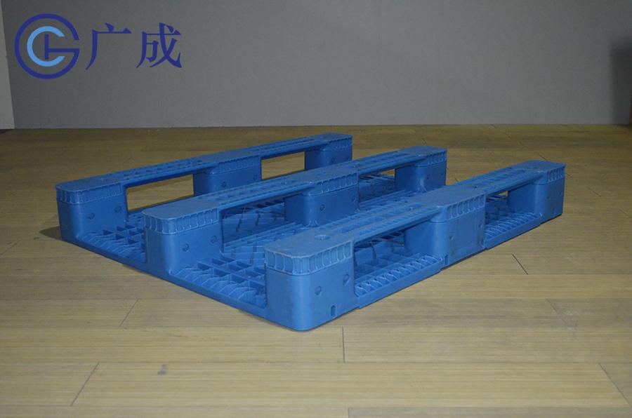 1210F平板川字塑料托盤反面45度角