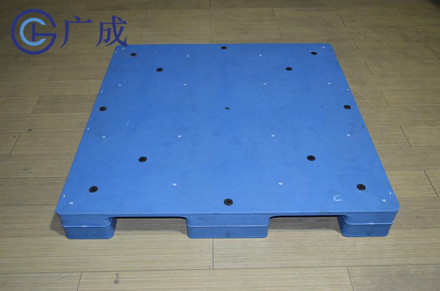 1212平板川字焊接塑料托盤正面