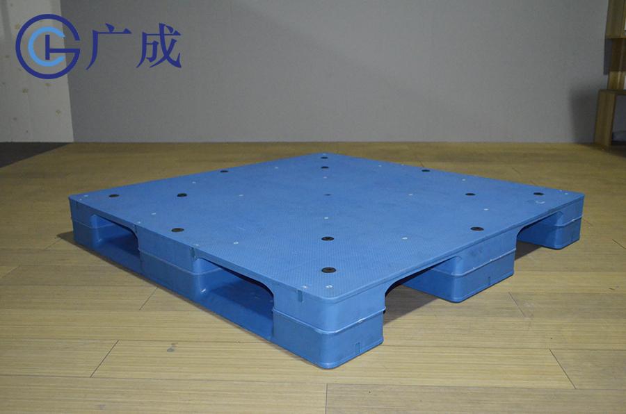 1212平板川字焊接塑料托盤正面45度角