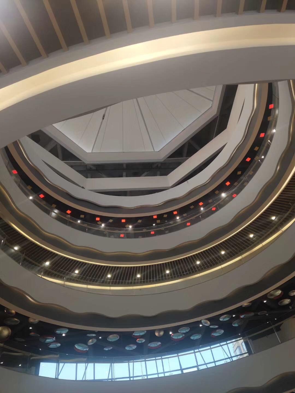 亿都来告诉你如何用商业美陈设计来提升购物中心人气?