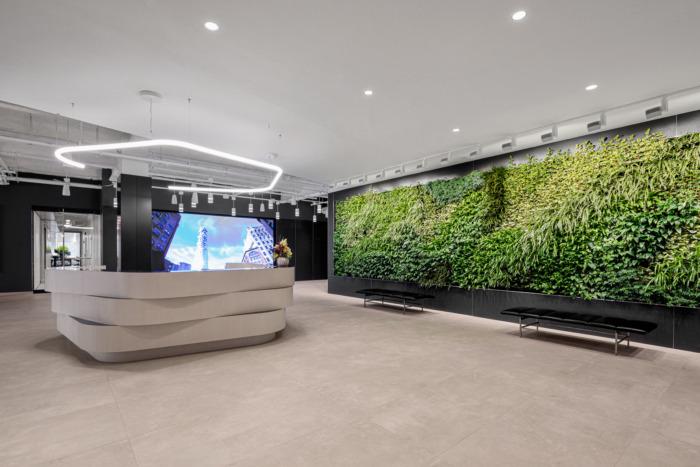 背景墙绿植如何应用在办公室设计中?
