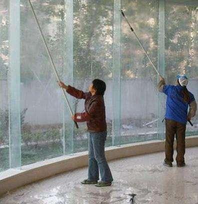 擦玻璃小知识:西宁保洁擦玻璃哪家好,西宁保洁擦玻璃哪家放心就在西宁城中信诚乐家政服务部