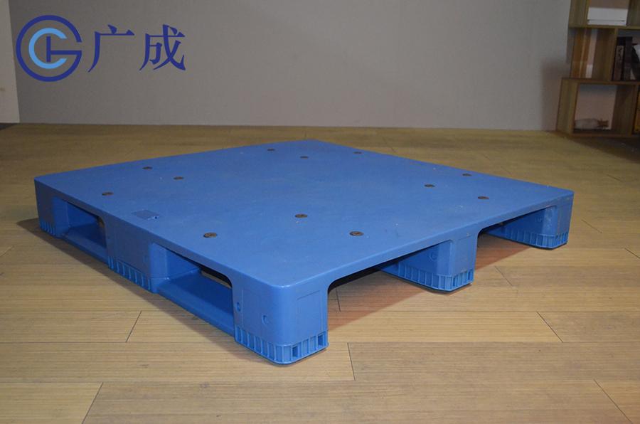 1212B平板川字拼接塑料托盤正面45度角