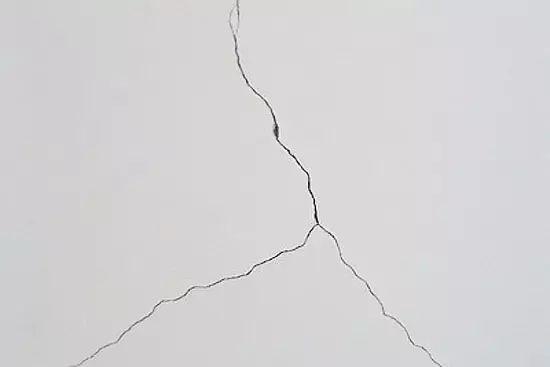 批刮膩子後,膩子層開裂是怎麽造成的?