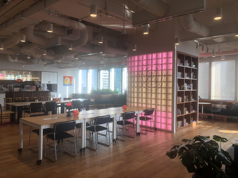 办公空间设计面发光材料之玻璃篇?