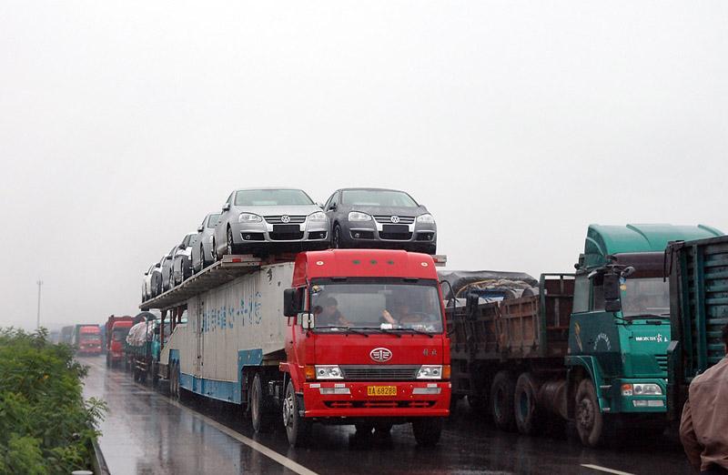 为什么manbetx注册运输费用高,为什么卡车司机工资高,只因他不容易