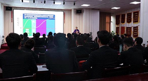【素质培训】东方龙商务集团举行员工职业培训,提高职业化素质