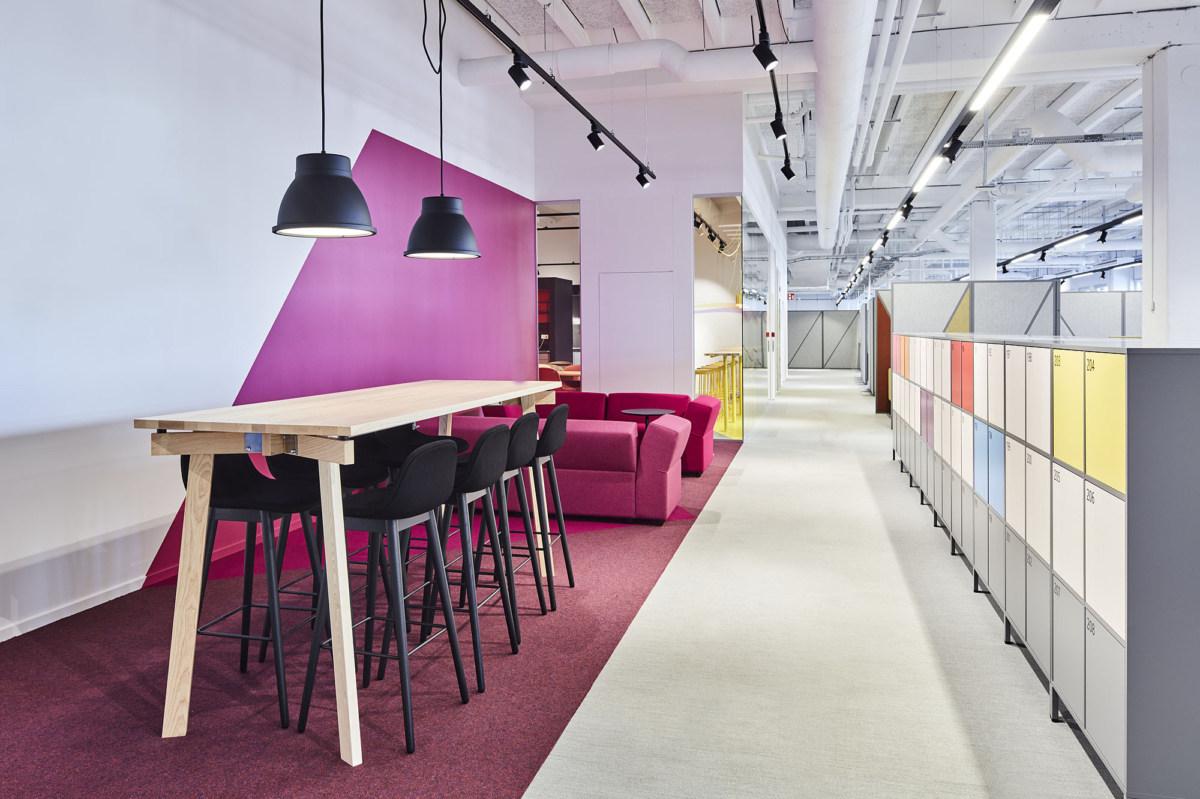 办公空间交流休闲区