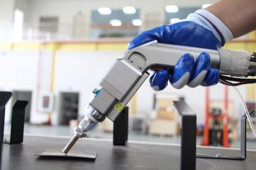 手持激光焊接机过时了,用这种自动化设备不在担心效率问题