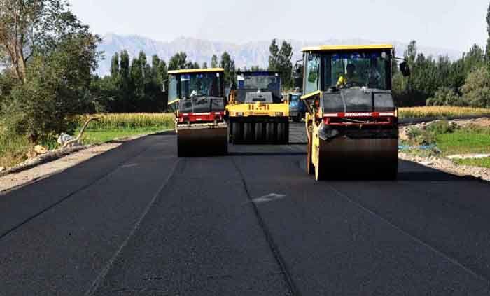 """""""白改黑""""道路建设玻纤土工格栅"""