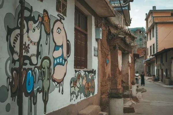 持凡带您走进墙体彩绘的艺术世界