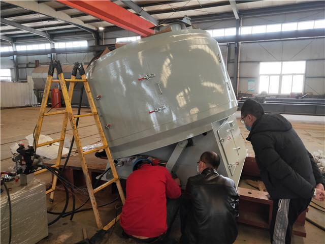2020年3月12日发往广东的混料造粒一体机正在车间做发货前最后一次调试试机。