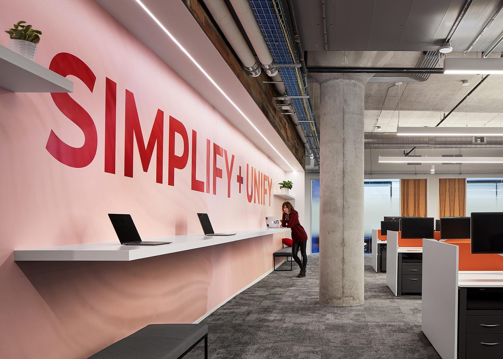 疫情期间如何在家中创建一个设计良好的有利于工作的办公空间?