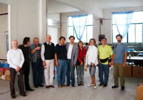 2007年7月国外玻璃艺术家莅临夏氏琉璃參观并进行学术交流