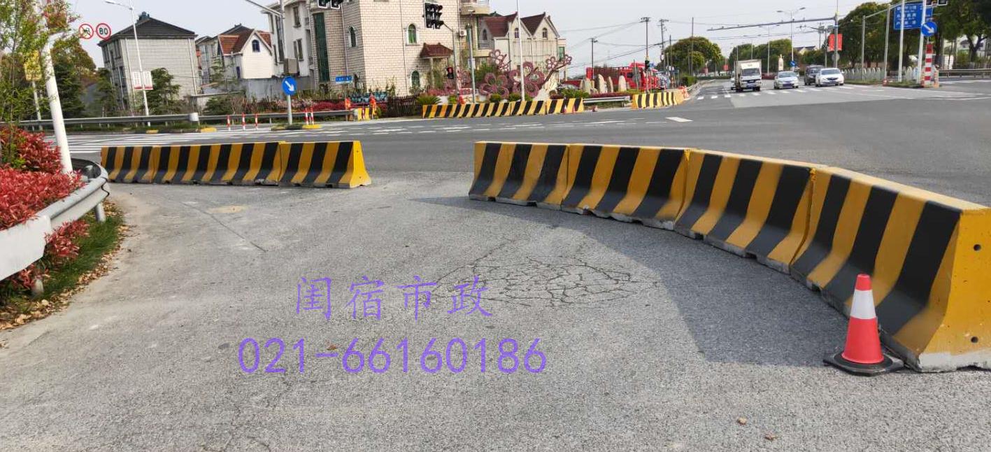 上海浦东新区南芦公路水泥隔离墩工程