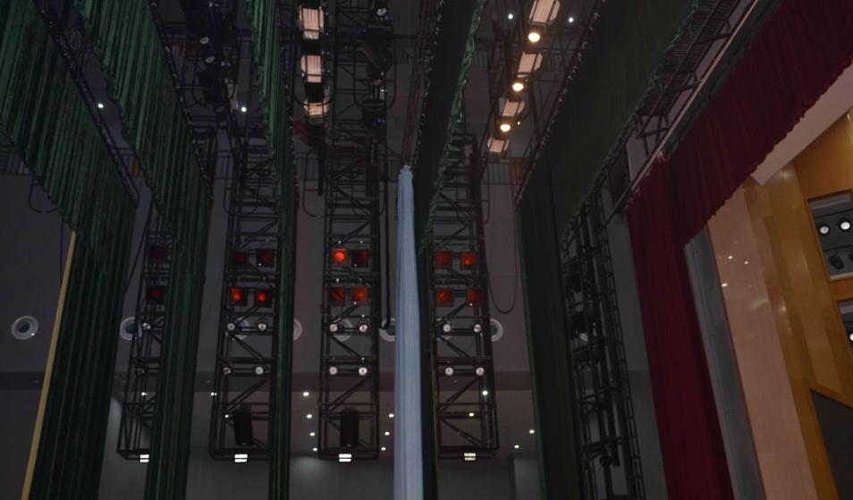 舞台机械设计中的灯光系统吊挂机械的配置设计