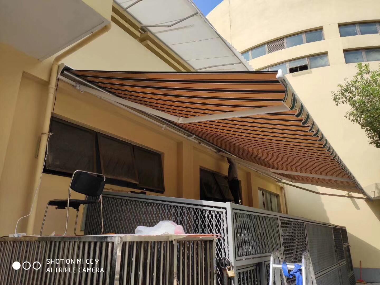 伸缩式遮阳棚