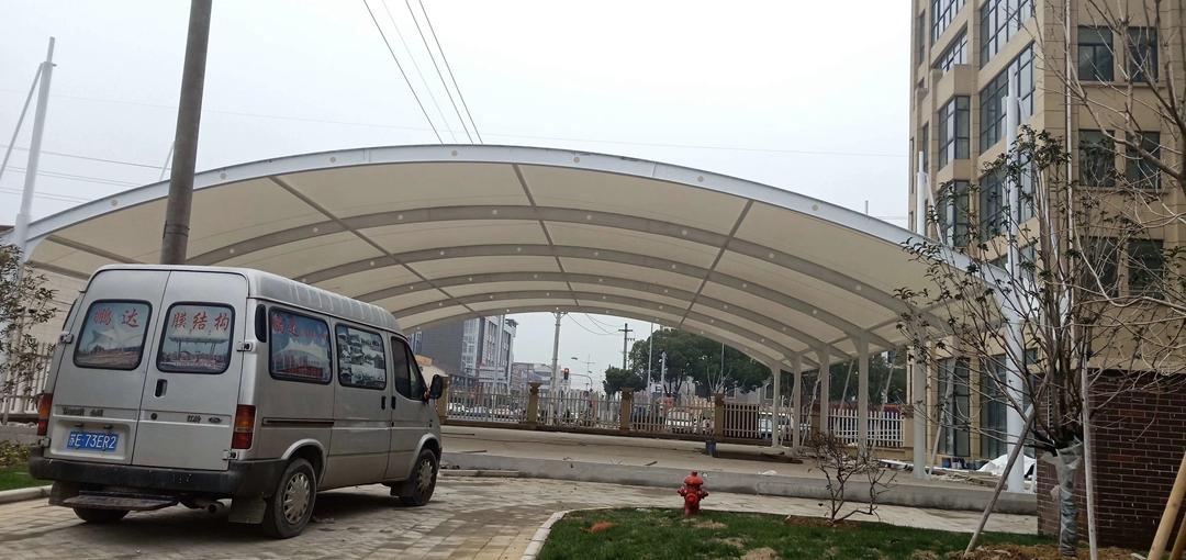 膜结构汽车遮雨棚