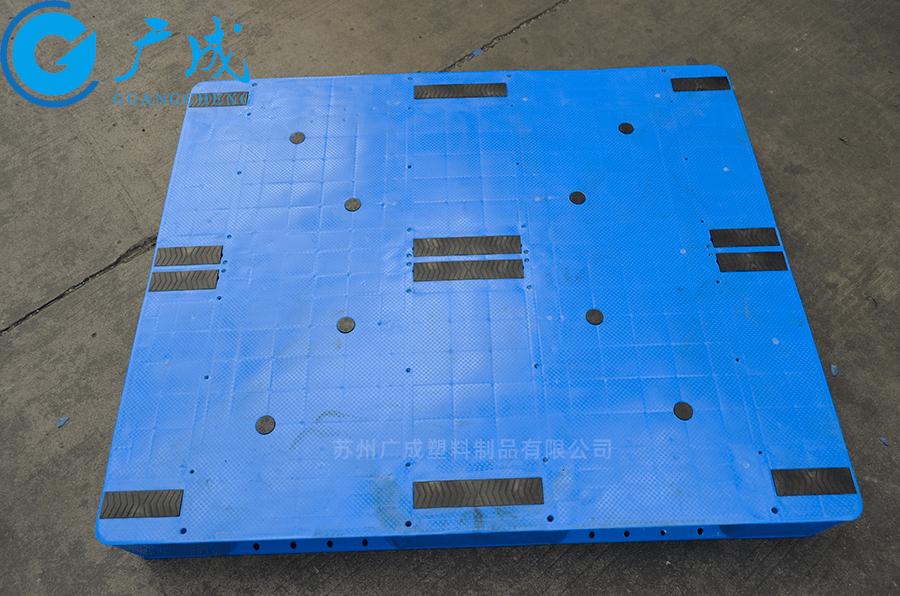 1210A一體成型平板川字塑料托盤正面