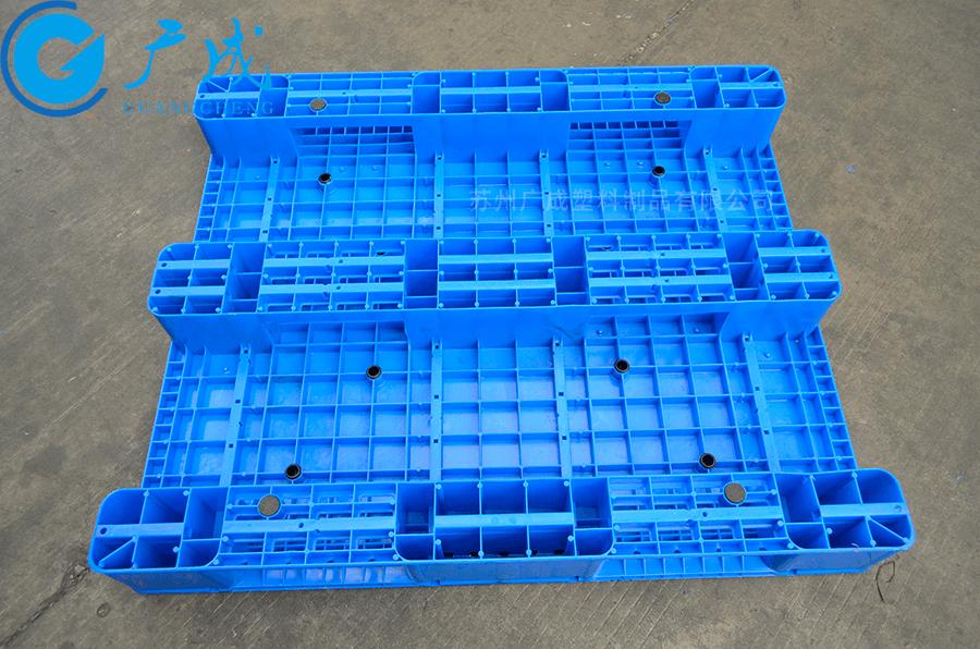 1210A一體成型平板川字塑料托盤反面特寫