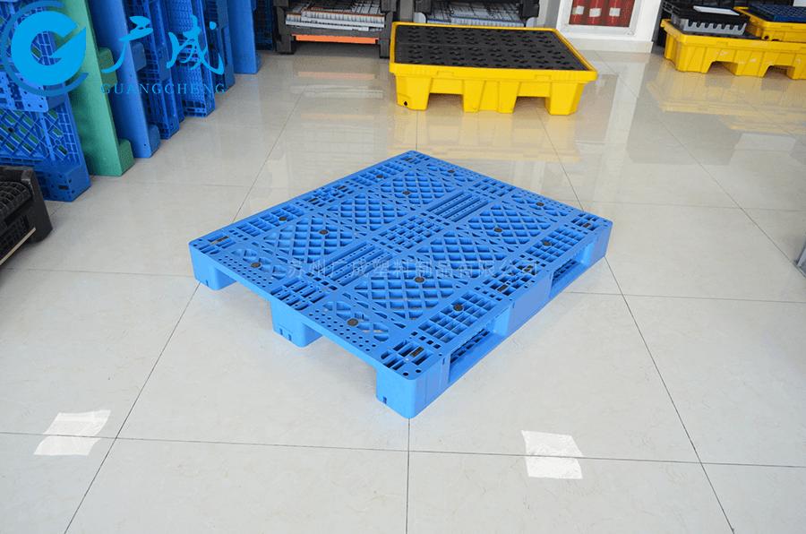 1311網格川字塑料托盤45°擺放特寫