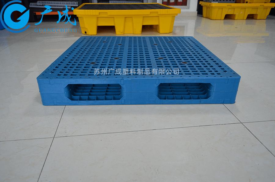 1010網格雙面塑料托盤加鋼管位置