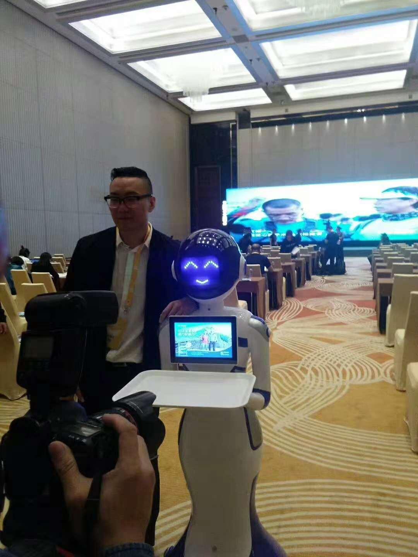 腾讯送餐机器人案例