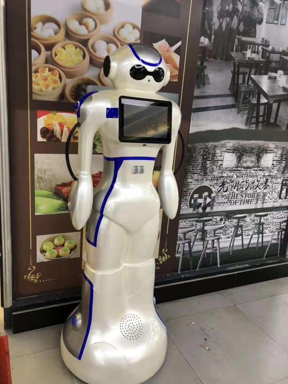 智慧餐厅大白送餐机器人