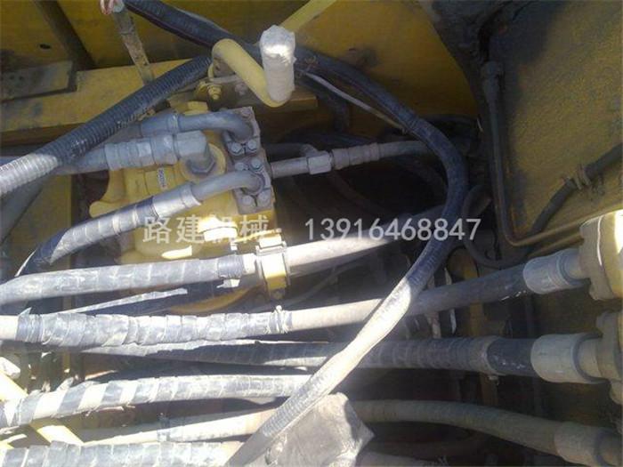 二手小松PC240LC-8挖机