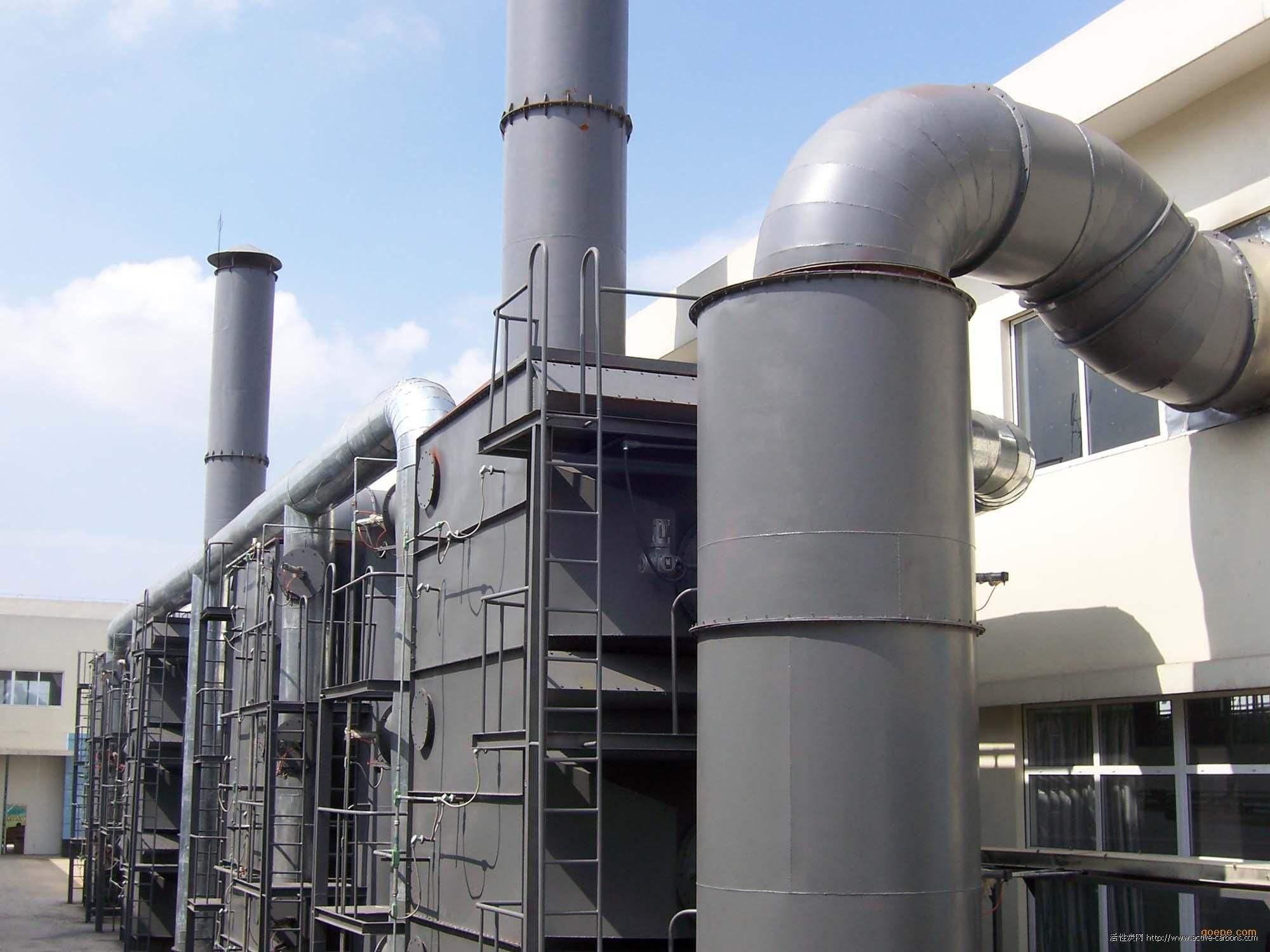 活性炭是一种主要由含碳材料制成的外观呈黑色,内部空隙结构发达、比表面积大、吸附能力强的一类微晶质碳素材料。