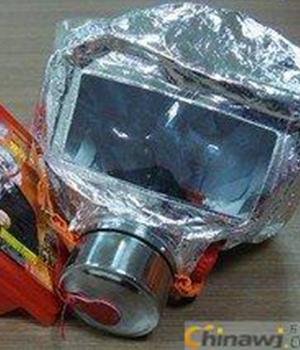 防毒面具逃生器材3