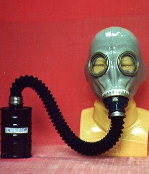 防毒面具逃生器材4