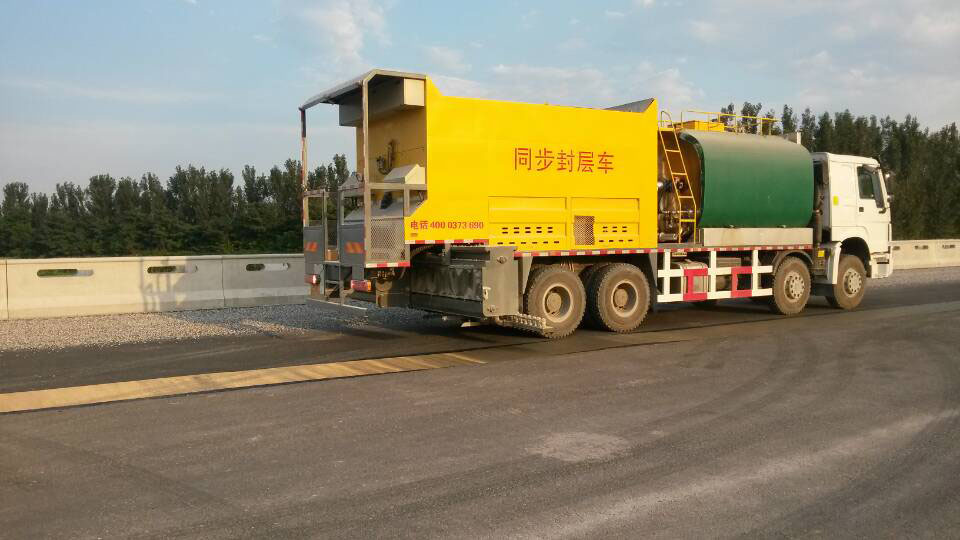 京港澳高速河北段扩建施工现场
