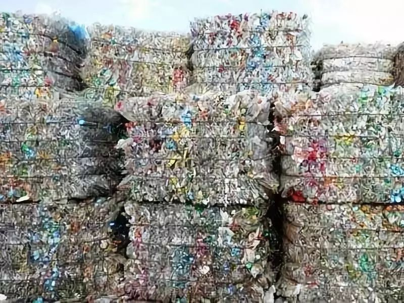 这些服饰竟是用塑料瓶,废塑料袋做的!