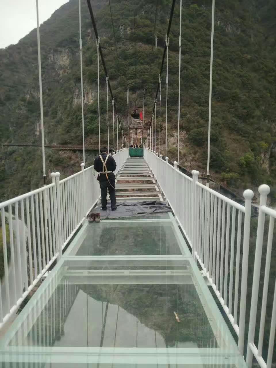 玻璃吊桥建设造价