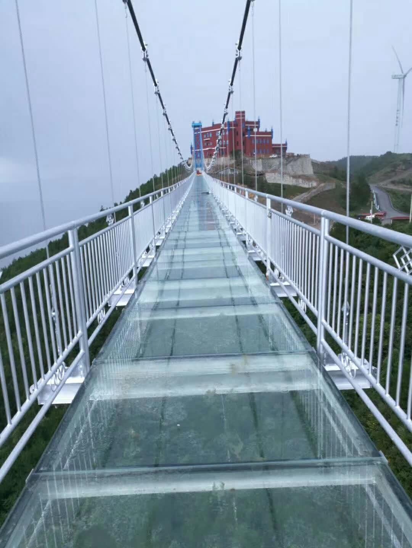 通行吊桥时的注意事项有哪些?