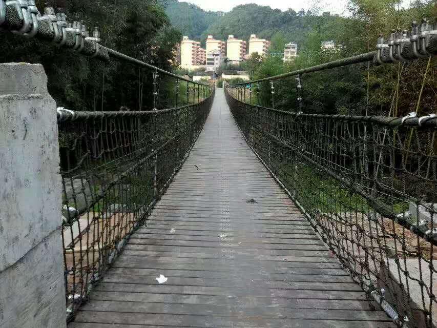 防腐木吊桥